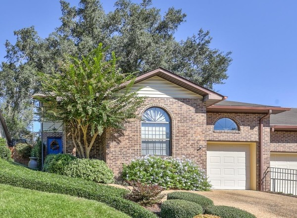 2-Bedroom Townhouse In Lucerne At The Woodlands