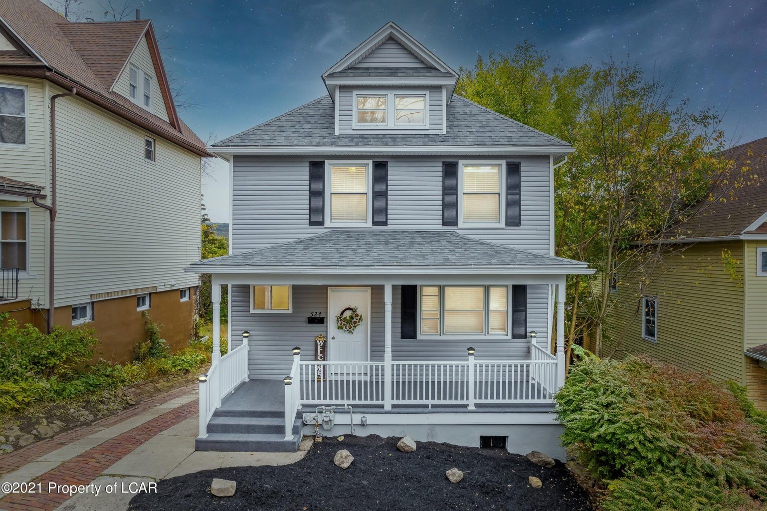 Updated 5-Bedroom House In Hill Section
