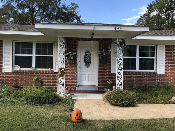 Updated 4-Bedroom House In Hillsdale