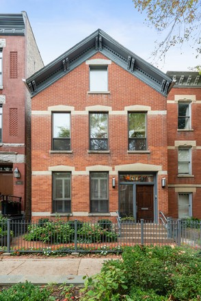 Luxurious 4-Bedroom House In Lincoln Park