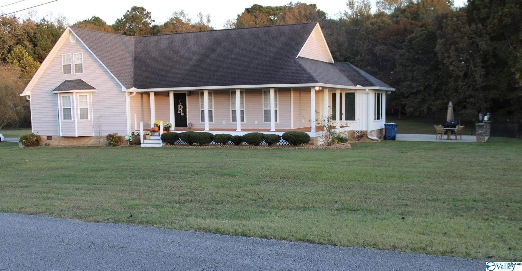 Updated 4-Bedroom House In Maness