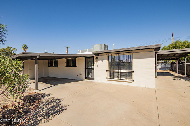 Updated 3-Bedroom House In Naylor