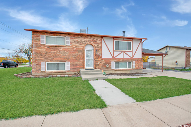 Updated 4-Bedroom House In Roy