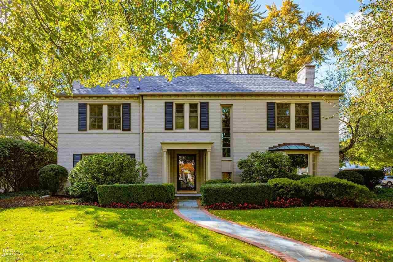 Updated 6-Bedroom House In Grosse Pointe Farms