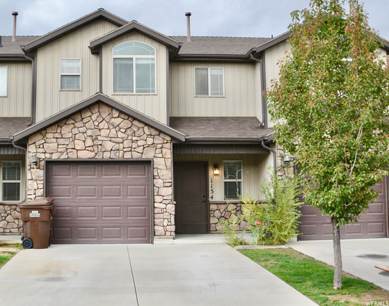 3-Bedroom Townhouse In Camelot Cove Townhomes