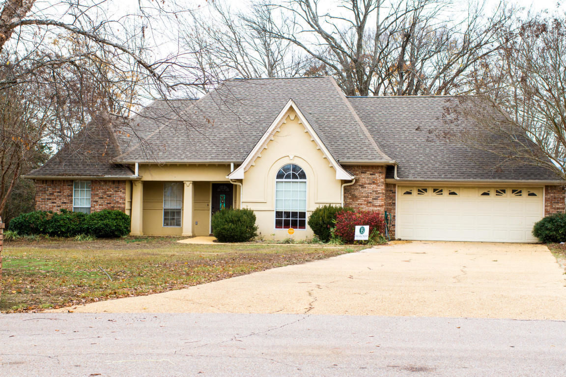 5558 Lakefront Dr Tupelo Ms For Sale 182 500