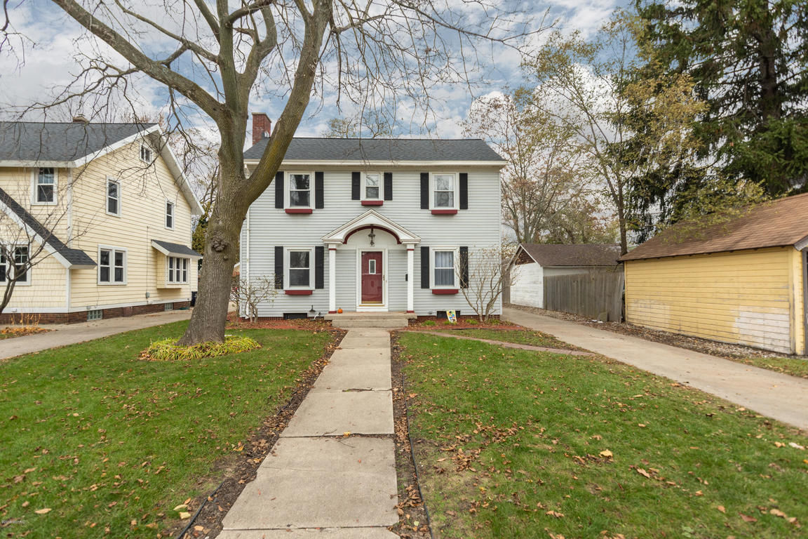 Find 49423 Homes With Patio Holland Mi 49423 Real Estate