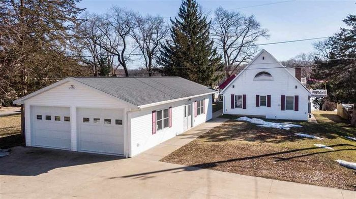 2585 SqFt House In East Dubuque