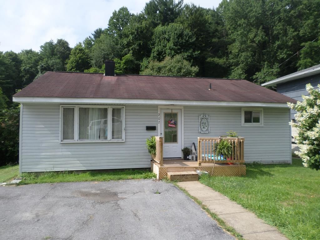202 WYOMING AVENUE Beckley WV 25801 id-855719 homes for sale