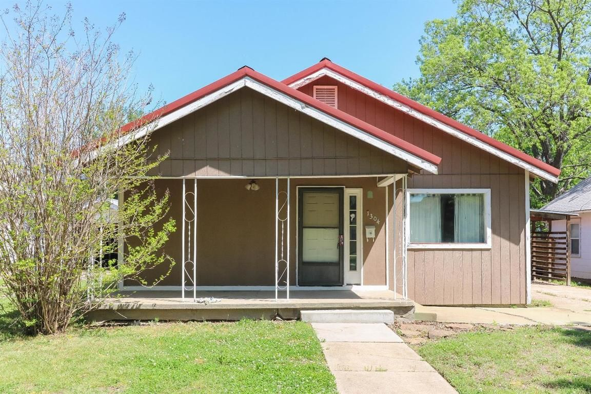 1304 WEST 3RD STREET Coffeyville KS 67337 id-1352610 homes for sale