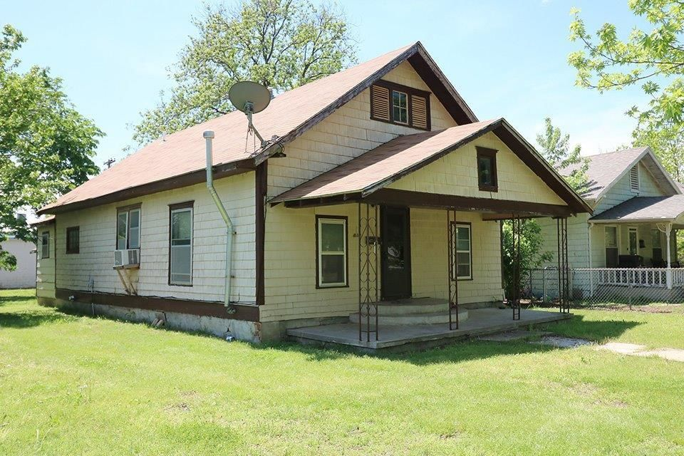 817 WEST LINCOLN Coffeyville KS 67337 id-323617 homes for sale
