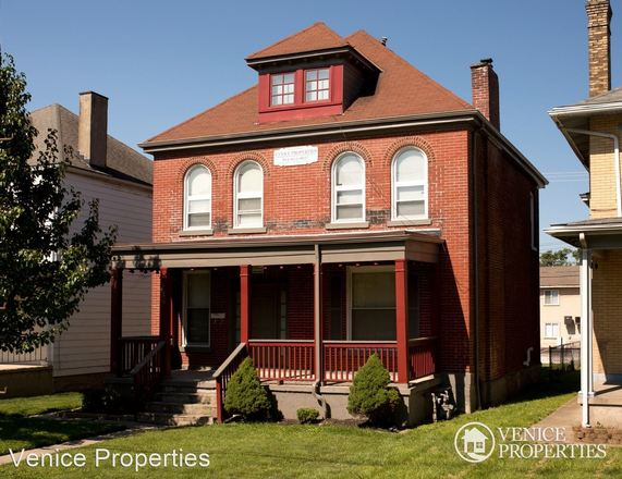 Remodeled 8-Bedroom House In Indianola Terrace