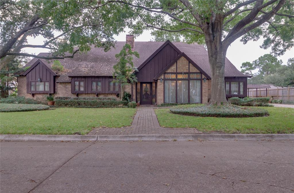 6-Bedroom House In Country Club Oaks