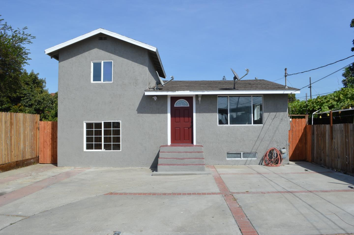 Remodeled 3-Bedroom House In North Stonehurst