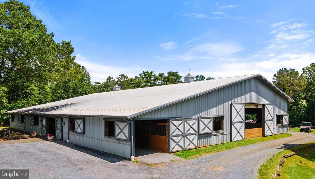 Renovated 4-Bedroom House In Hume