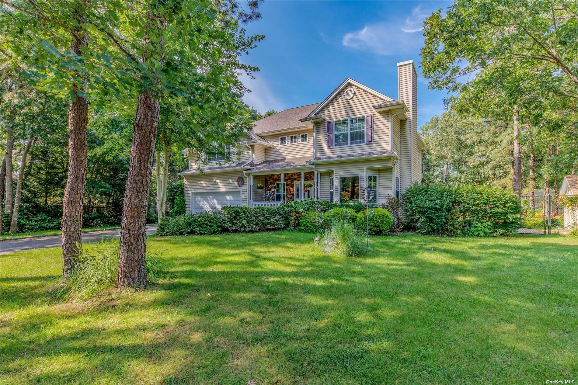 4-Bedroom House In Center Moriches