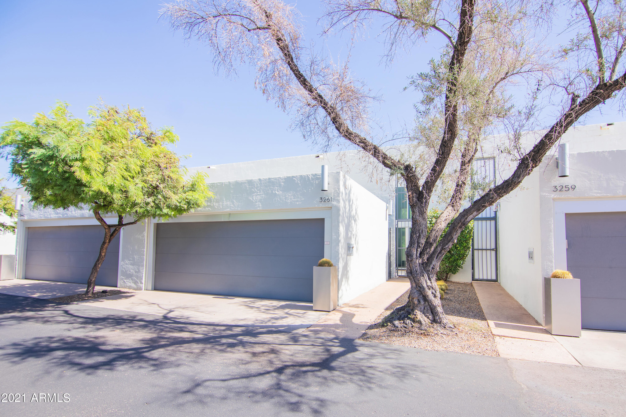 Remodeled 2-Bedroom Townhouse In Camelback Fountains Condominiums