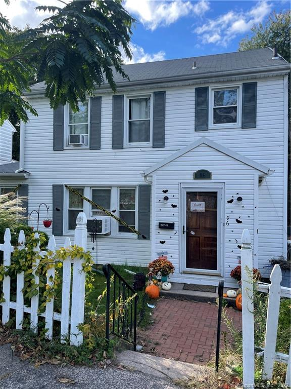 Updated 4-Bedroom House In Amity