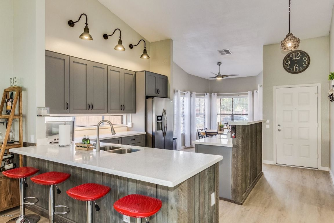 1612 SqFt House In Paradise Valley Village