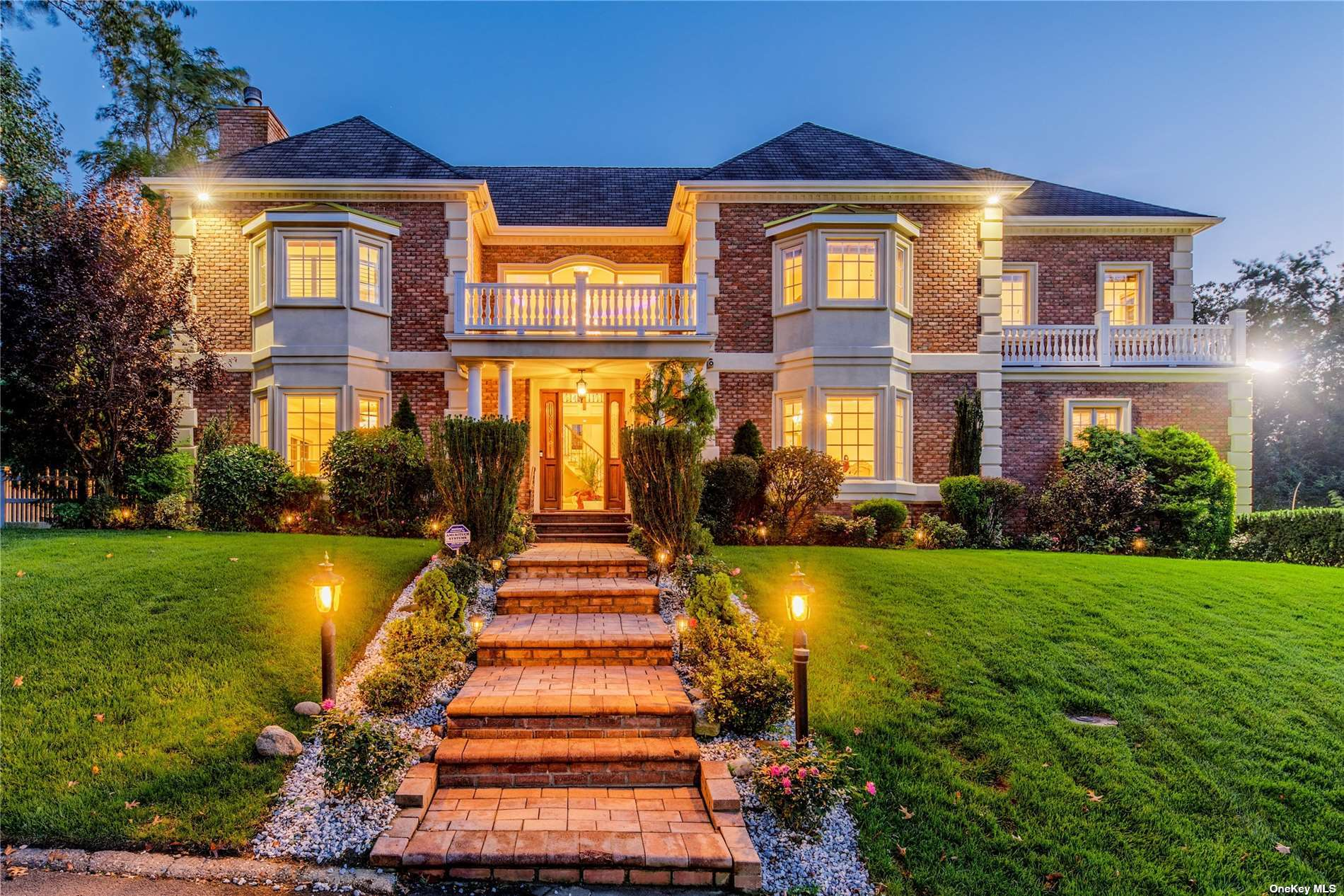 6-Bedroom House In Lake Success