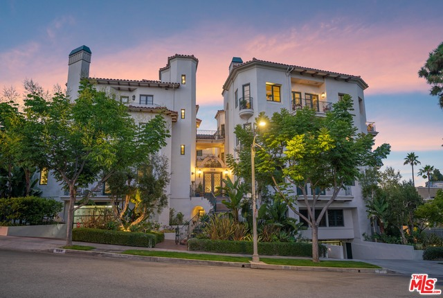 Sophisticated 3-Bedroom Condo In Beverly Hills
