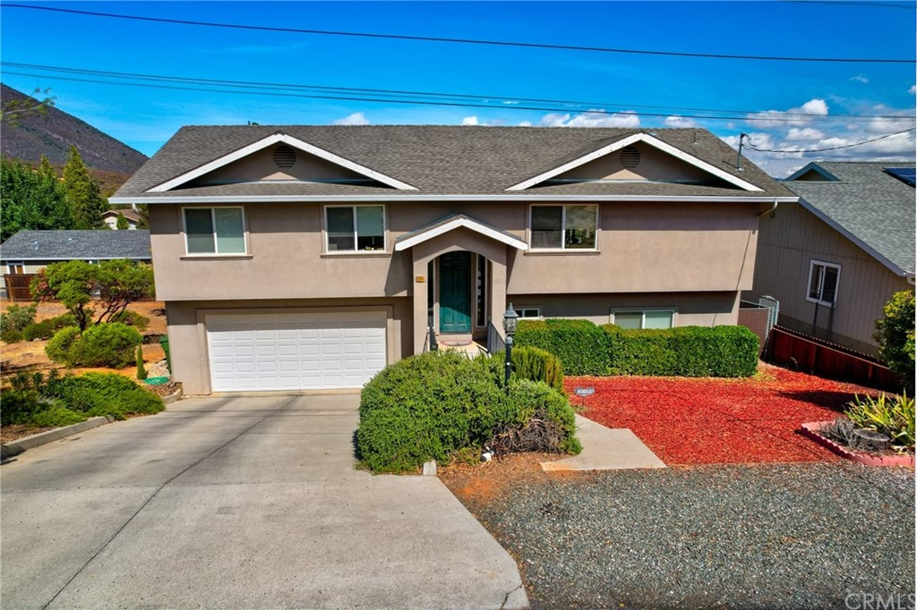 3-Bedroom House In Clear Lake Riviera