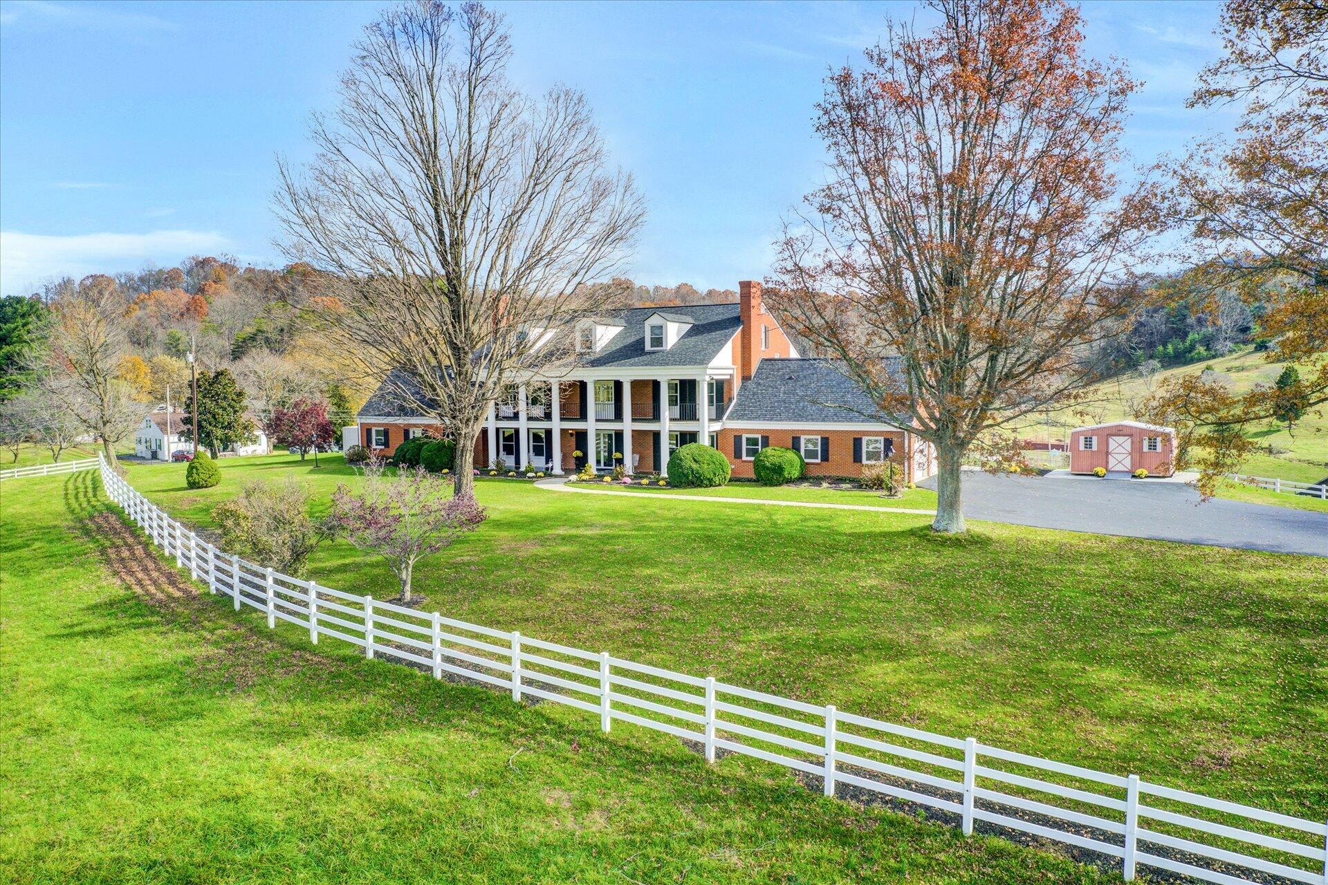 Renovated 7-Bedroom House In Daleville