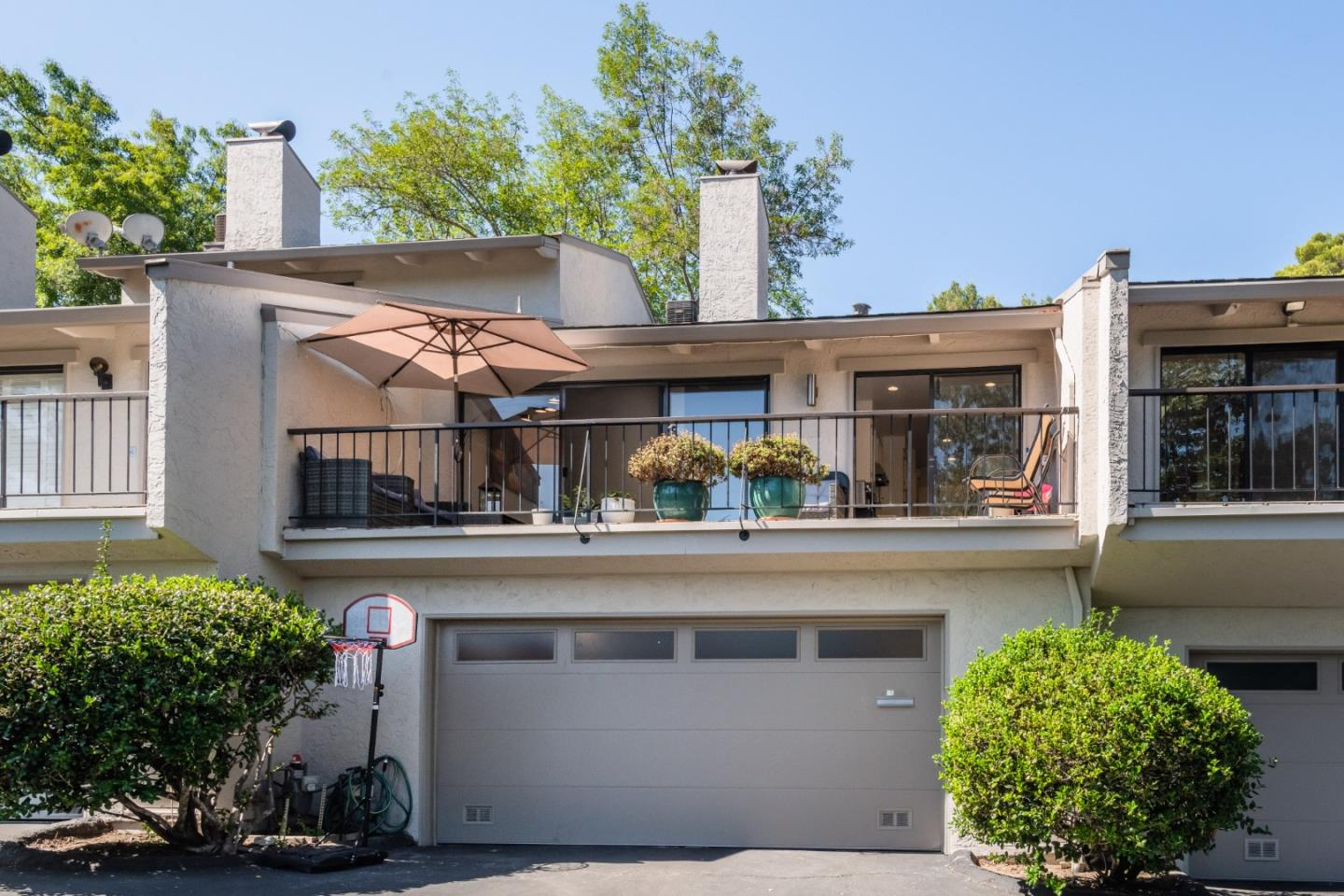 Remodeled 3-Bedroom House In Sharon Height
