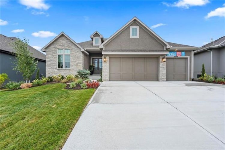 Upgraded 4-Bedroom House In Shawnee Mission