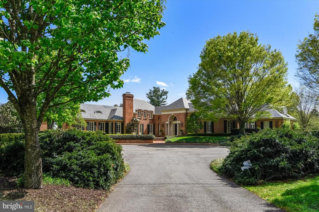 9250 SqFt House In Marshall