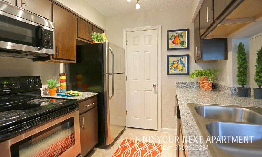 976 SqFt House In Camino Real Apartments