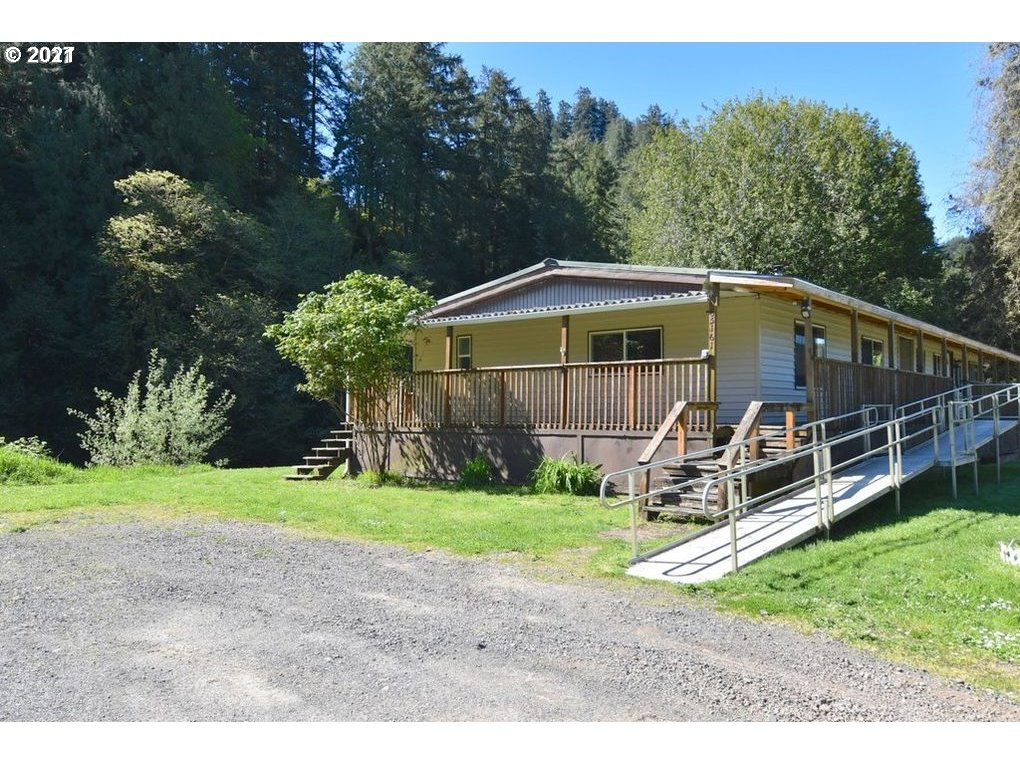 1876 SqFt Mobile Home In Coos Bay