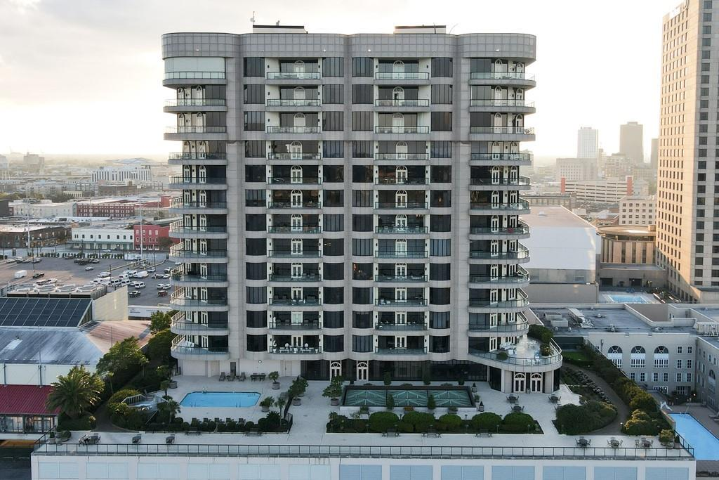 Luxurious 3-Bedroom Penthouse In Central Business District
