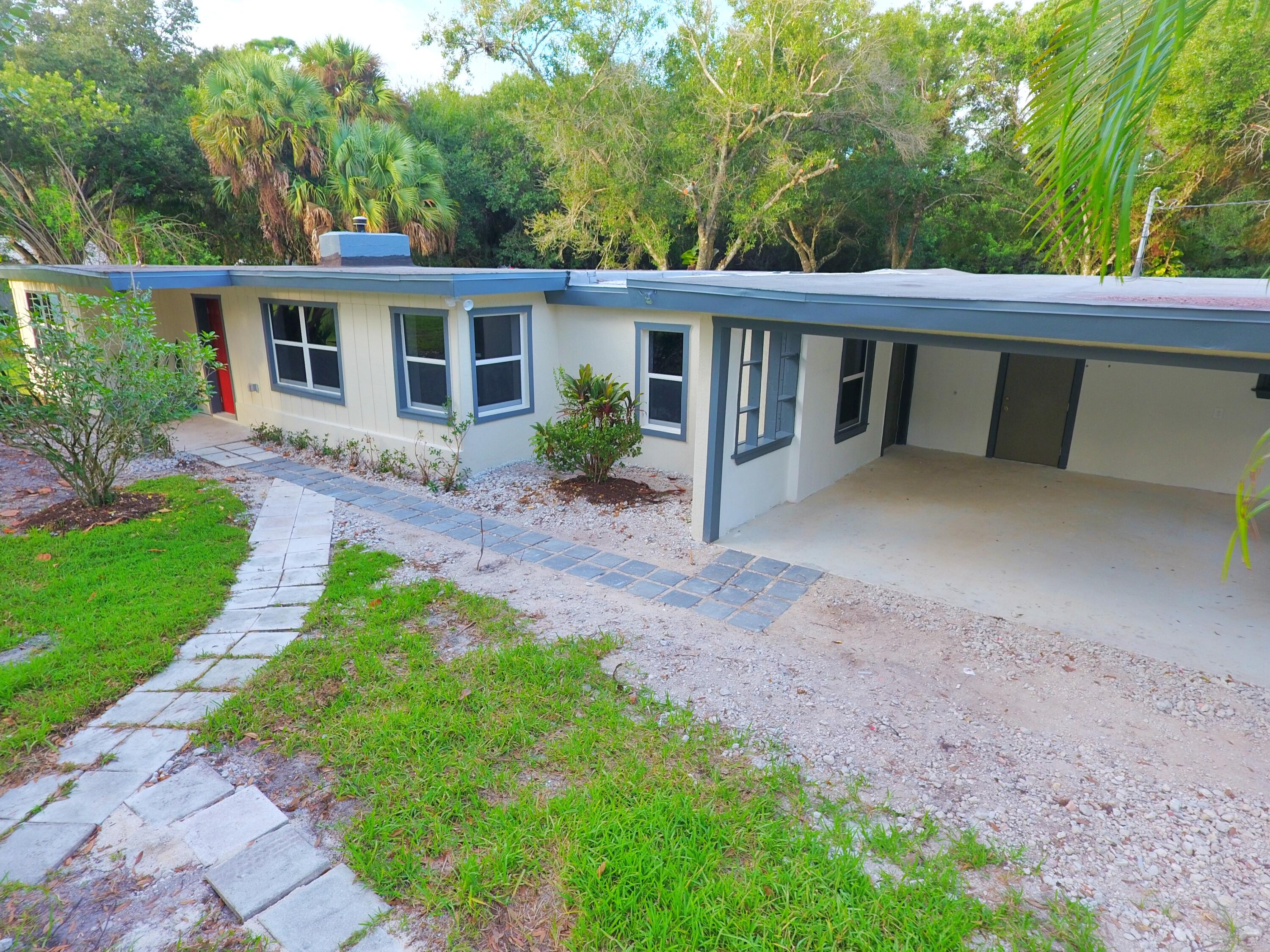 Remodeled 3-Bedroom House In Fort Pierce South