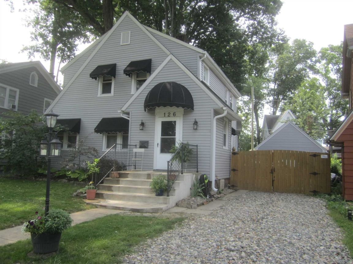 1799 SqFt House In Lafayette Place