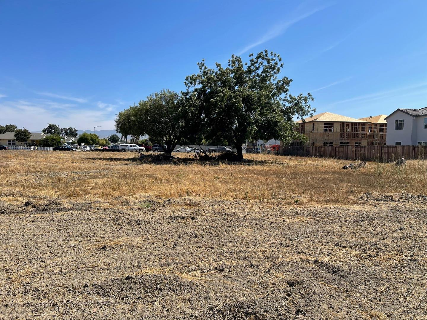 Lot In Hollister