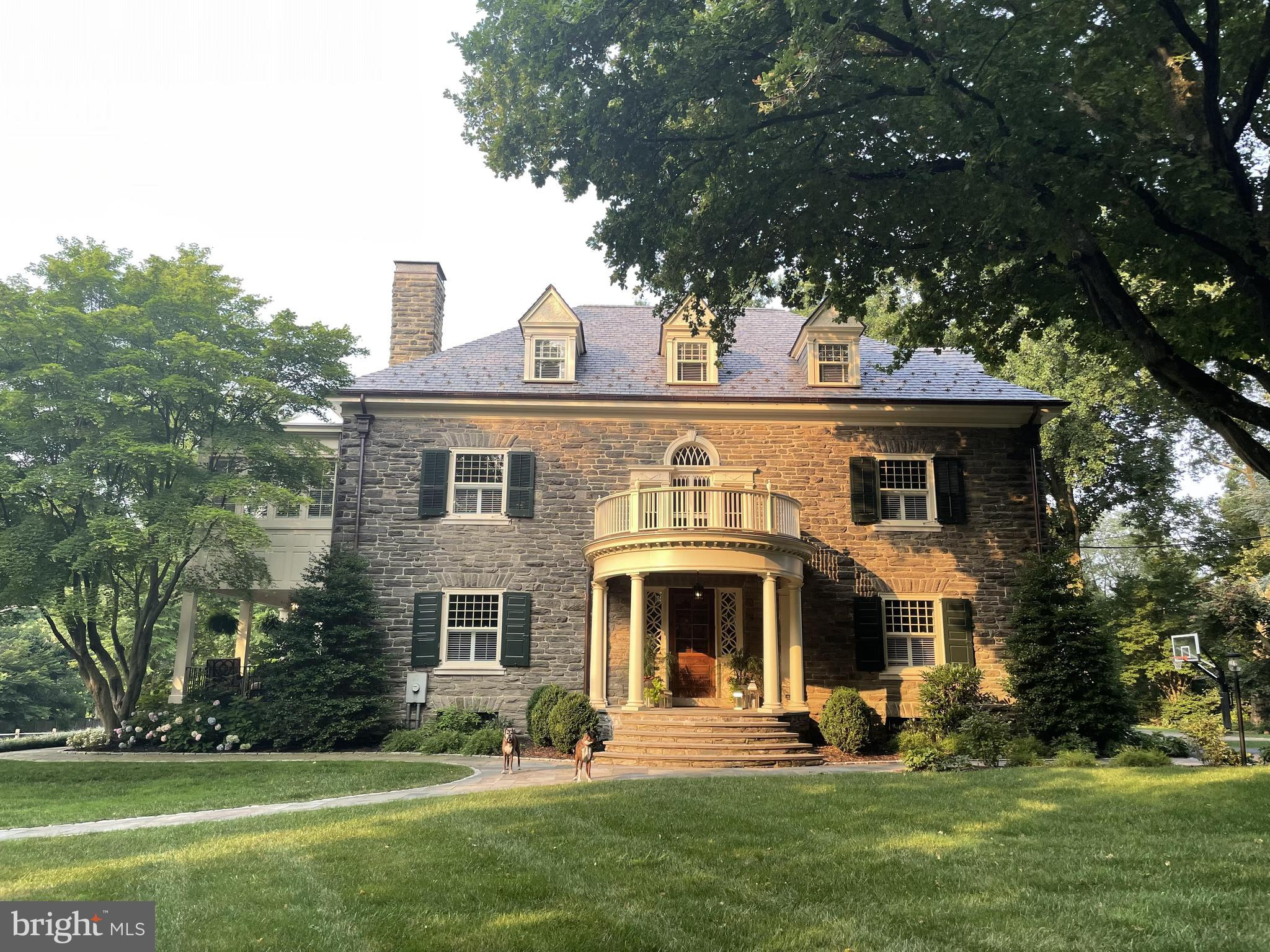 Luxurious 7-Bedroom House In Chestnut Hill