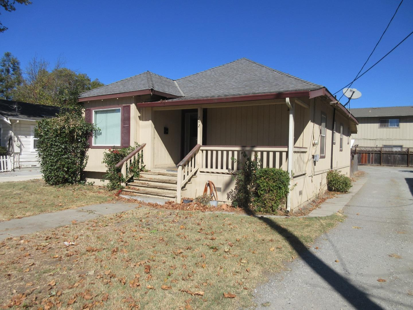 Updated 2-Bedroom House In Hollister