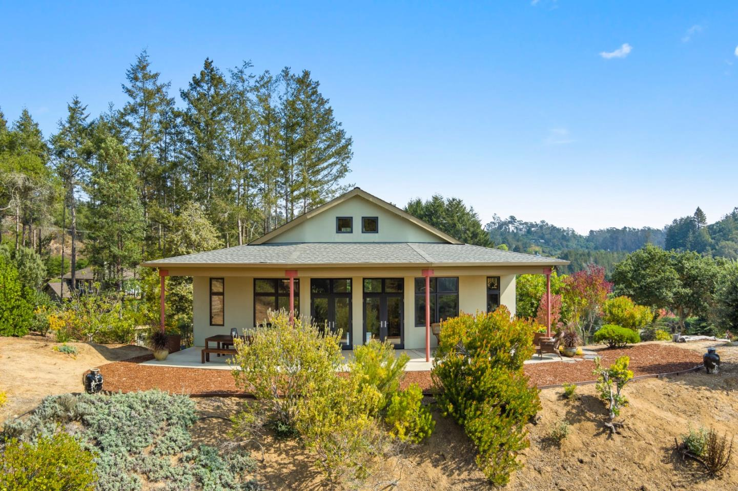 Remodeled 3-Bedroom House In The Forest