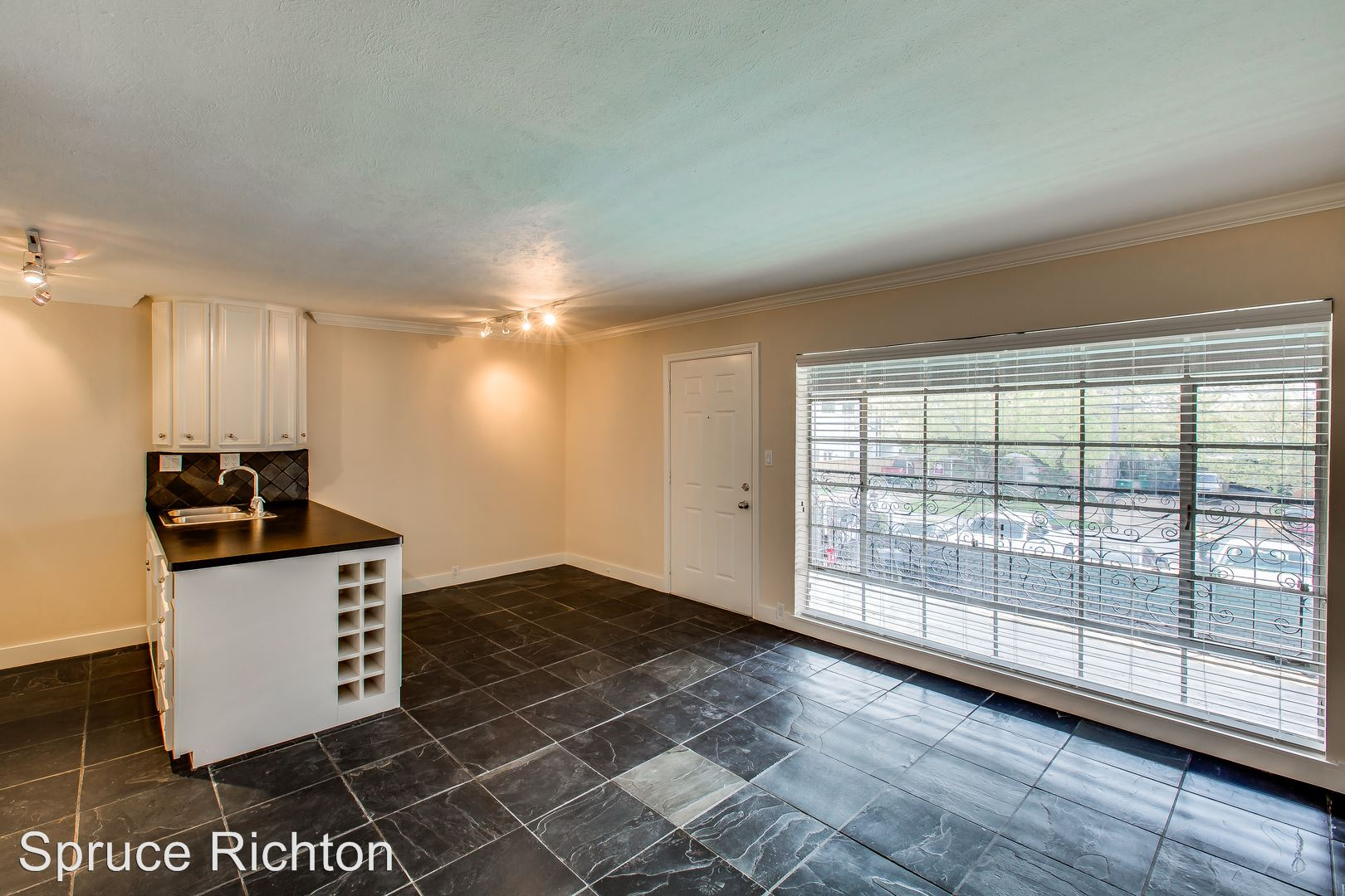 Apartment In Greenway Upper Kirby