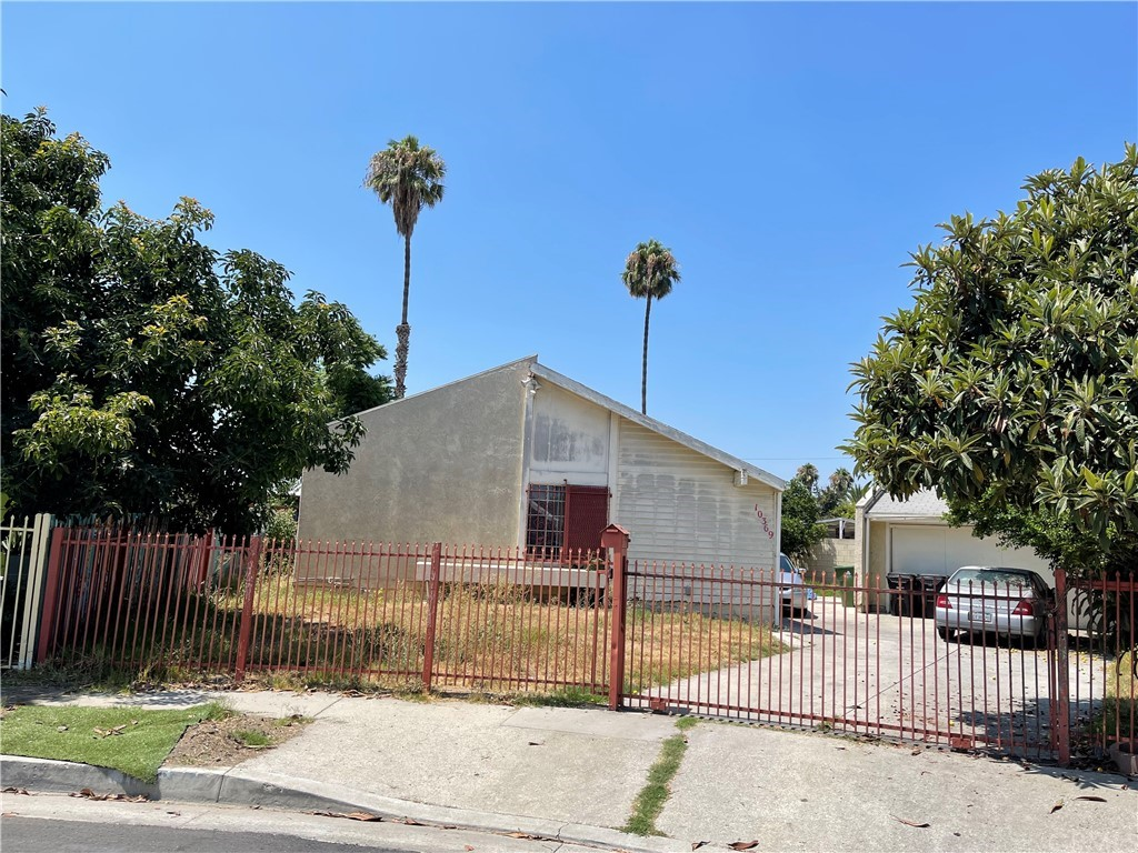1-Story House In Watts