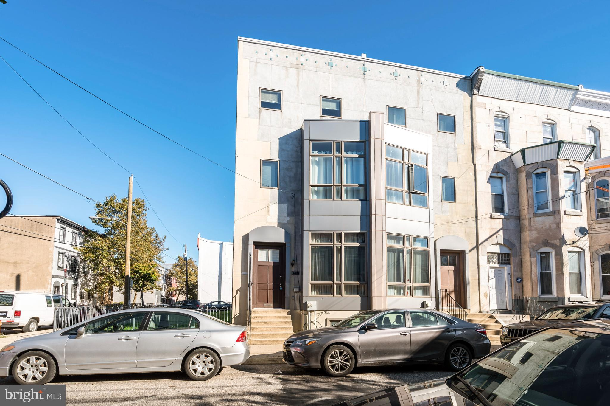 3-Story Townhouse In North Central