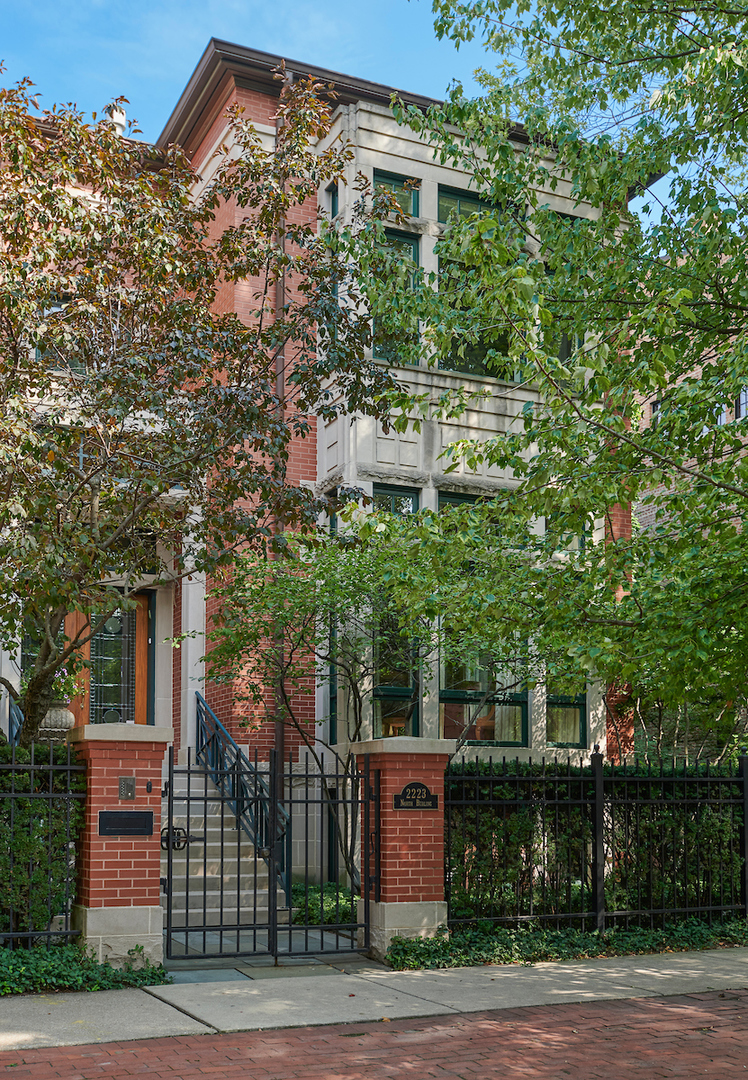 Luxurious 5-Bedroom House In Lincoln Park