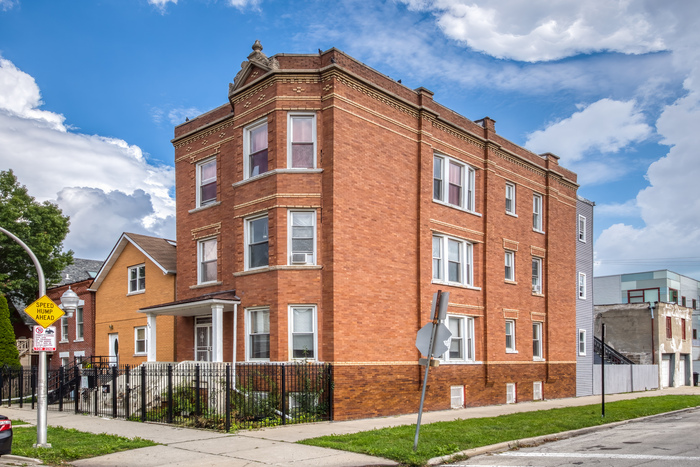 3-Bedroom House In West Town