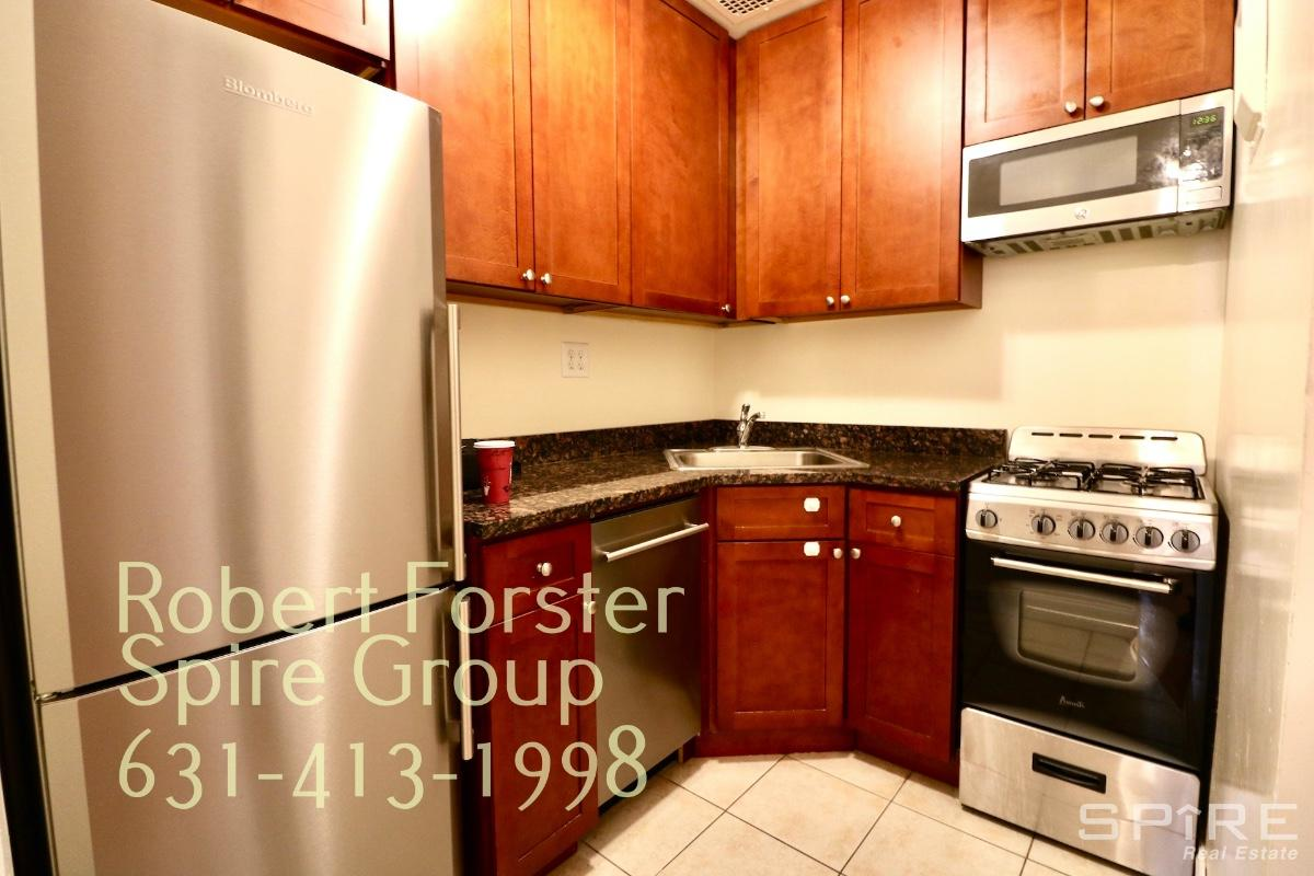 Renovated 1-Bedroom Townhouse In Upper West Side