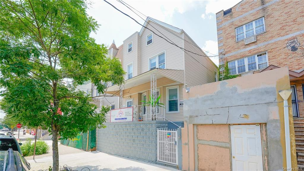 Updated 4-Bedroom House In Parkchester