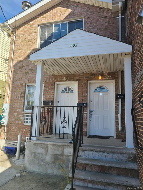 Multi-Family Home In Clason Point