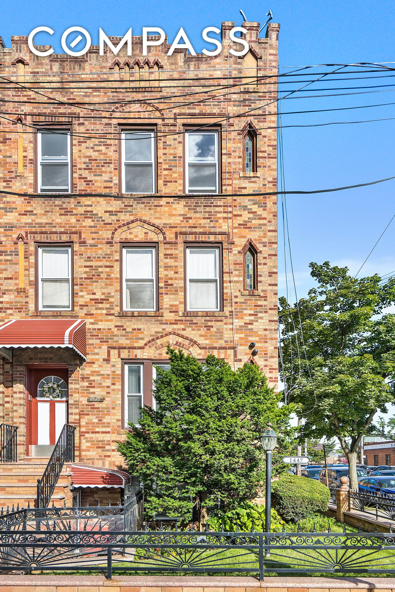 Renovated 3-Bedroom Townhouse In Brooklyn