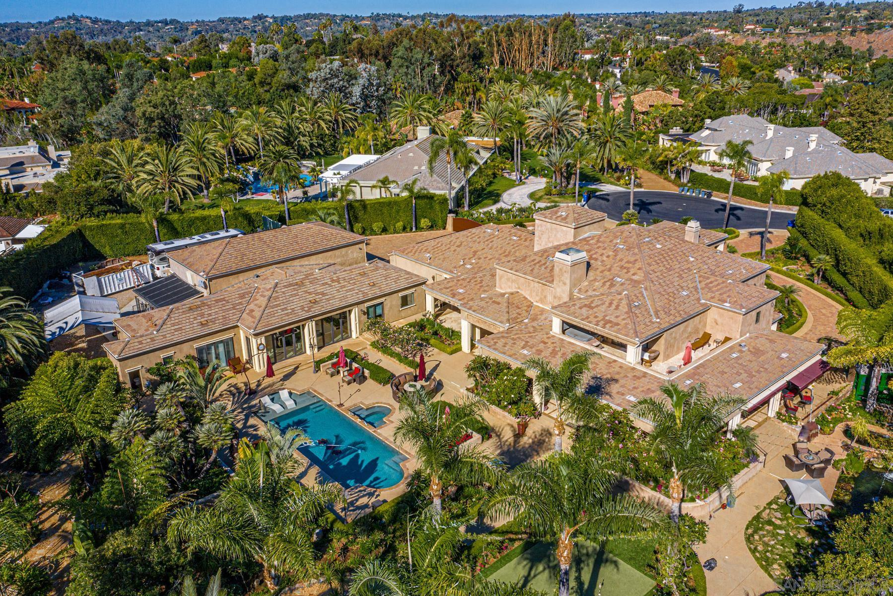Upgraded 5-Bedroom House In Fairbanks Ranch