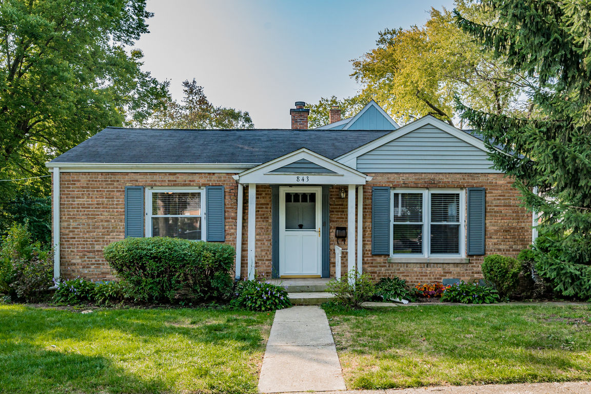 Refinished 2-Bedroom House In Wheaton